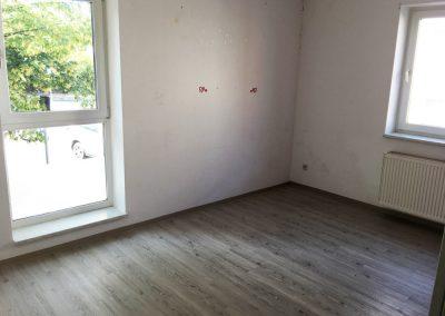 2-Zimmer-Wohnung mit Balkon, frisch renoviert auf Wunsch fix und fertig mit Einbauküche WE3SB1
