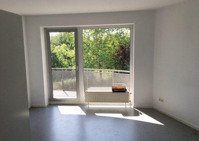 2-Zimmer-Wohnung mit Balkon, frisch renoviert, auf Wunsch fix und fertig mit Einbauküche WE51KW25