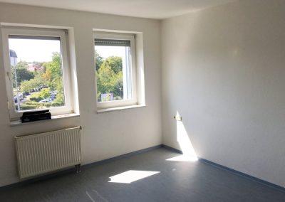 2-Zimmer-Wohnung mit Balkon, frisch renoviert auf Wunsch fix und fertig mit Einbauküche WE38LS31
