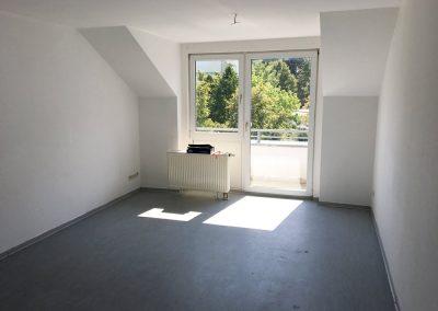 2-Zimmer-Wohnung mit Balkon, frisch renoviert auf Wunsch fix und fertig mit Einbauküche WE10SB1
